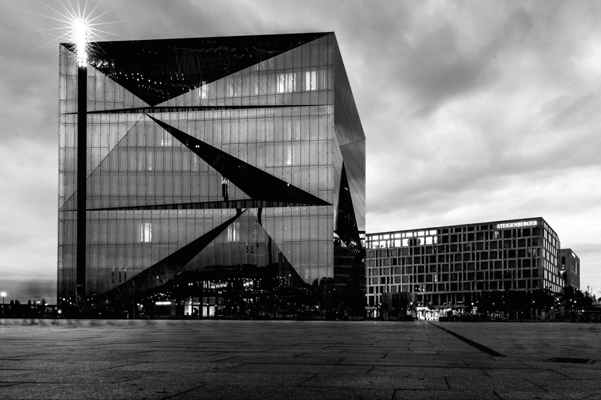 The Cube in the Evening, Berlin, Washingtonplatz